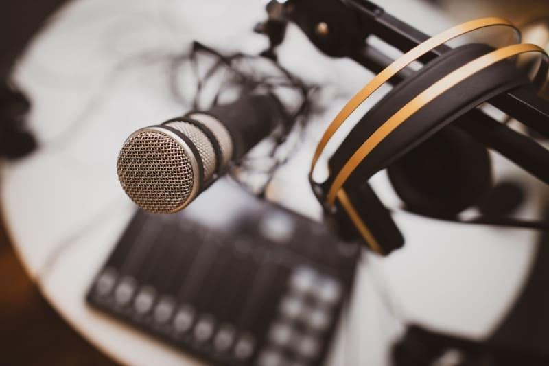 kde poslouchat podcasty
